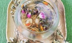 Nhâm nhi hương vị trà hoa hồng ở Tây Tạng, Trung Quốc
